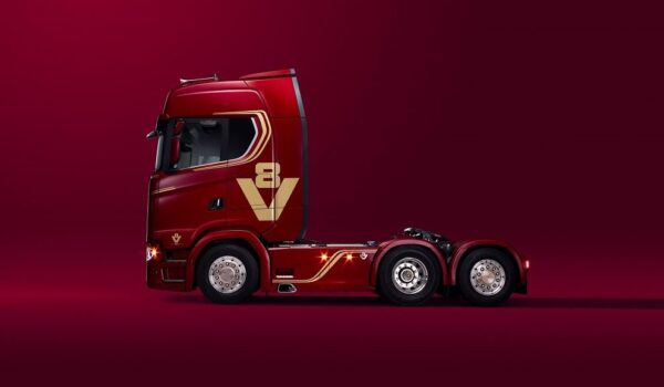 Scania's V8 6x2 Tractor Unit