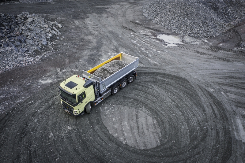 Volvo have improved the turning circle of the FMX with rear steer axles by increasing the steering angle