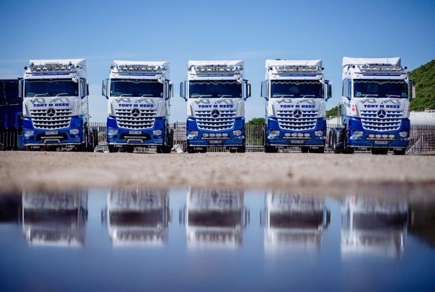 Tony M Rees Fleet of Mercedes Tractor Units