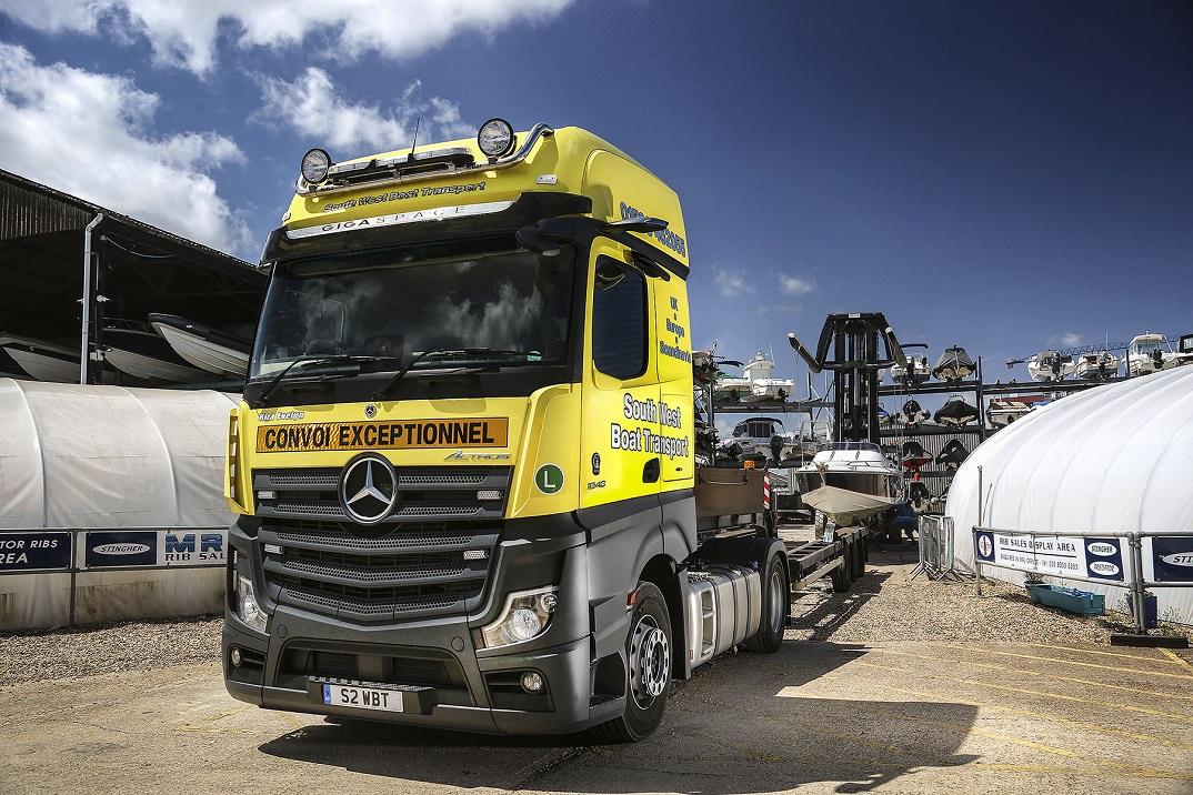 Mercedes Actros for boat transport