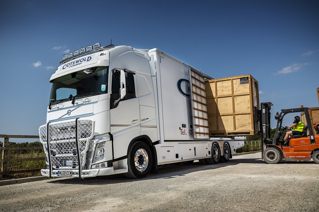 Loading the Volvo FH using containers