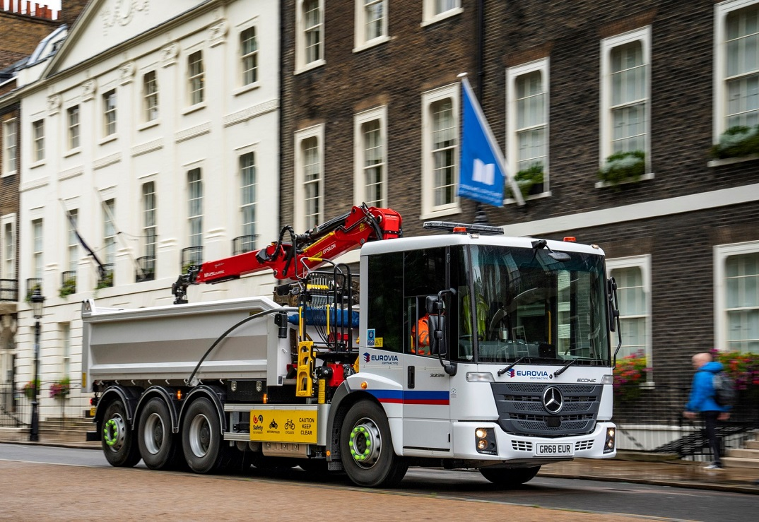 Mercedes Econic tipper grab on the move in London