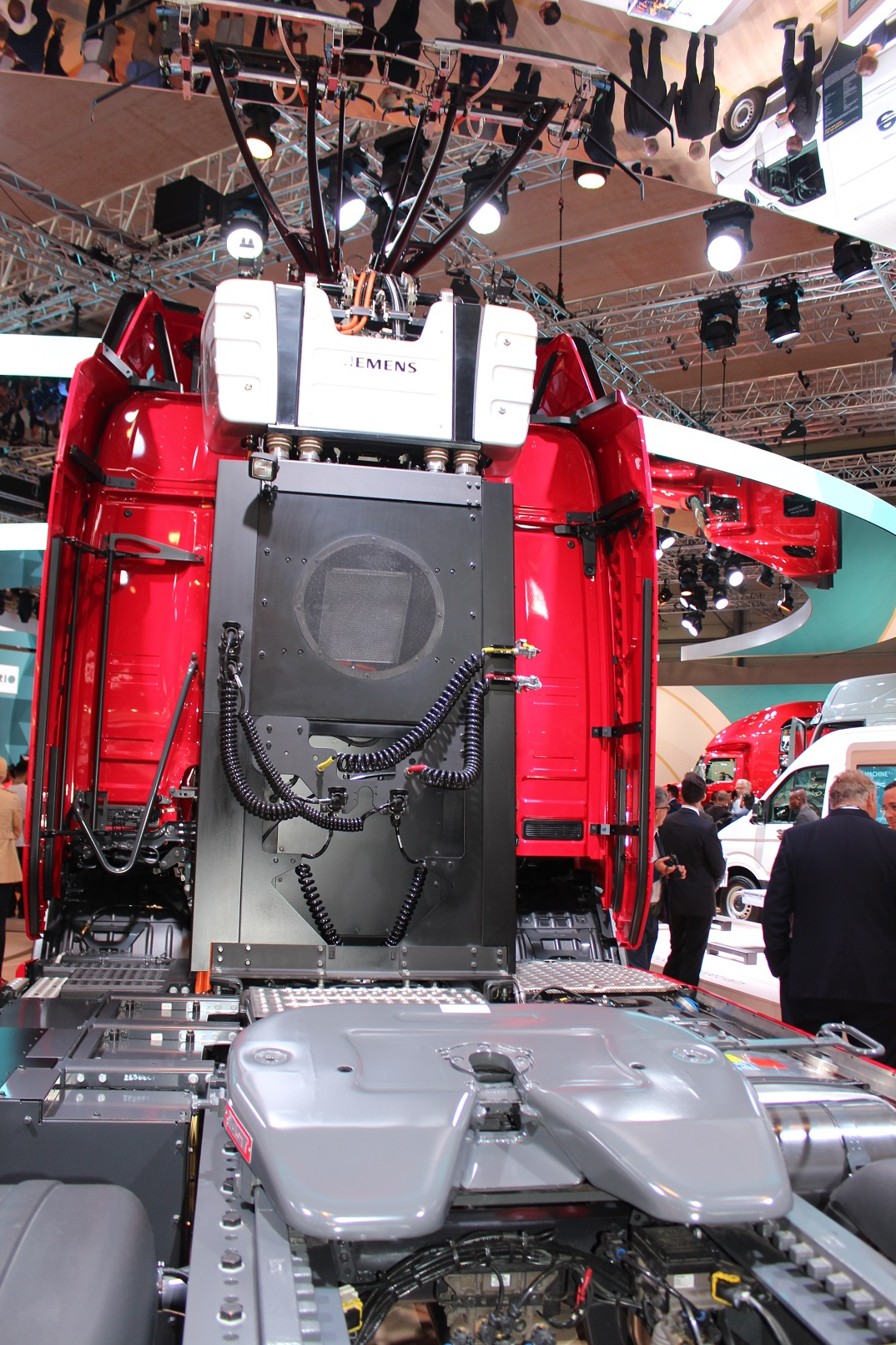 Scania Truck to use overhead power cables