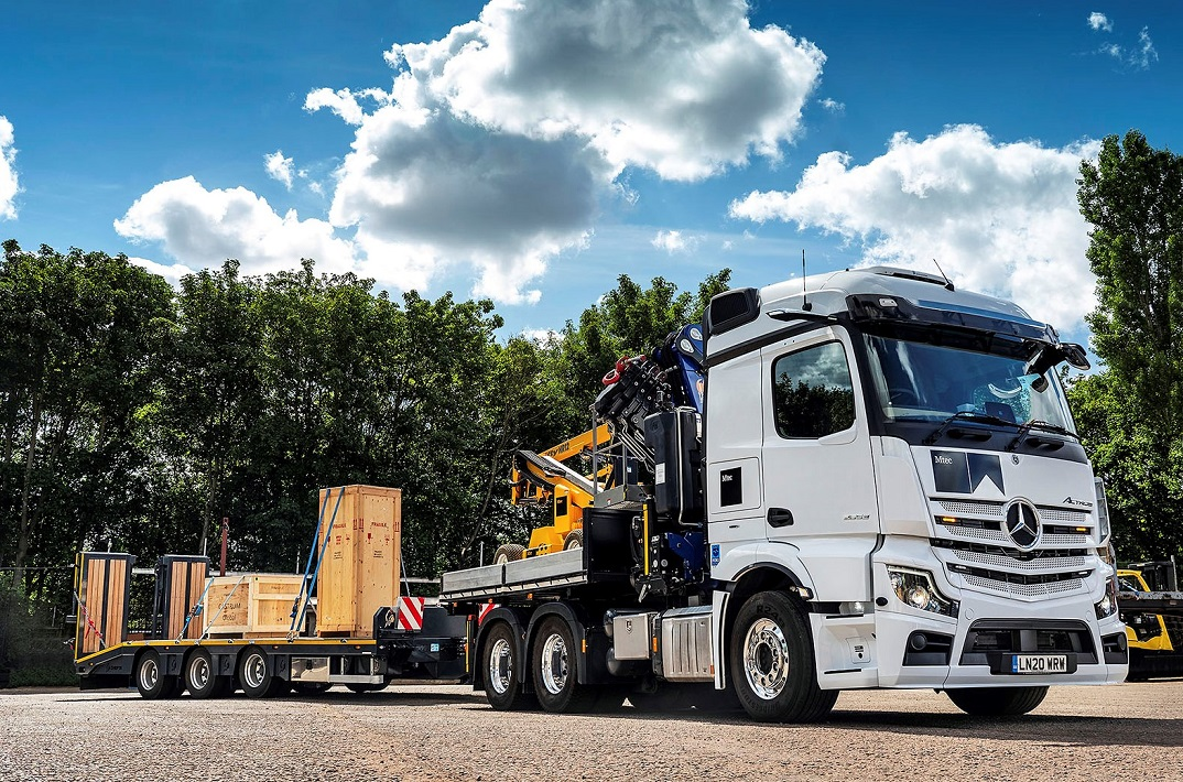 Mercedes Actros with crane and drawbar trailer 80 tonnes