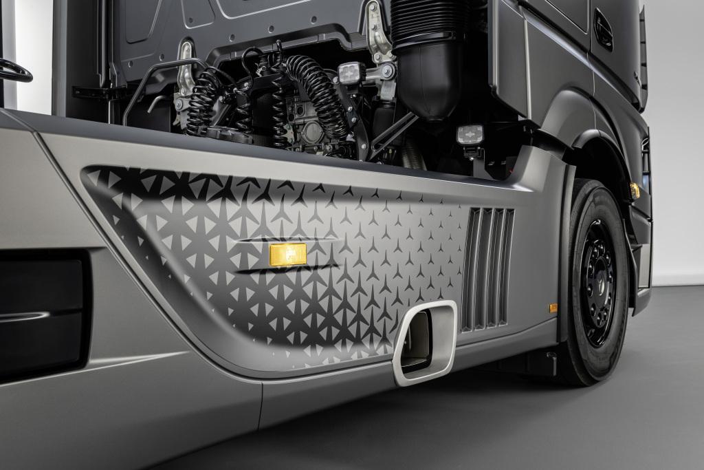 Mercedes Actros 2 Side Details