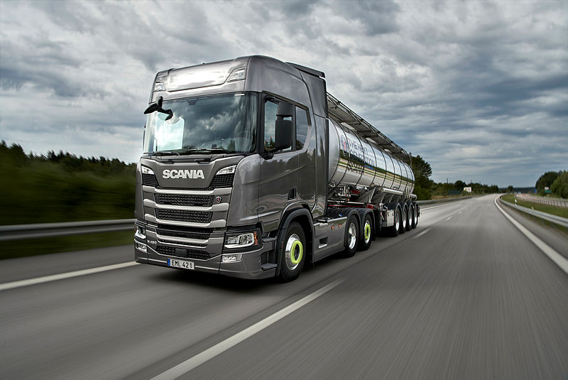 Scania R 450 6x2 Highline with tanker trailer